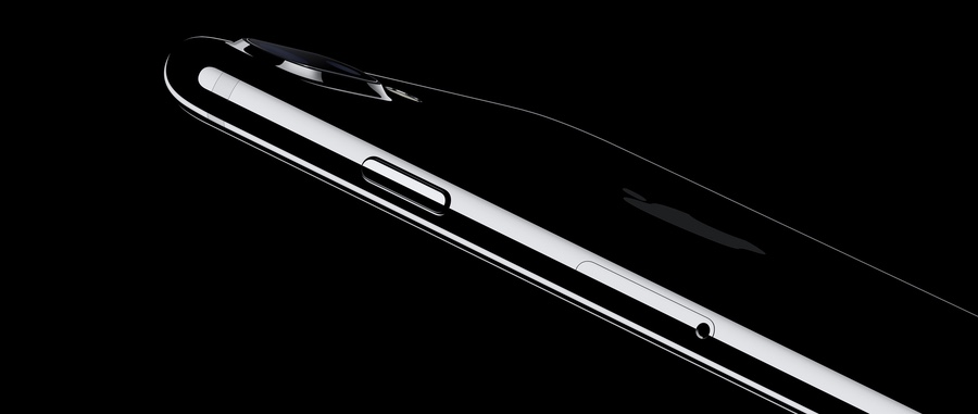 Side view of Apple iPhone 7